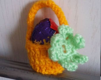 Crochet ed cream egg basket