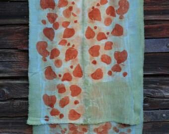Light eco-print from the FilzHaus16 handmade blue wool scarf beige, orange,