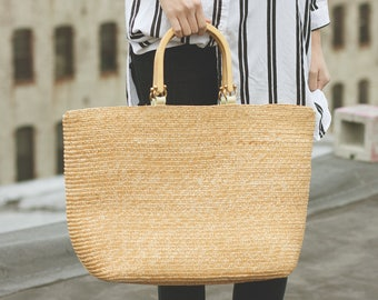 Vintage Straw bag with wooden handles