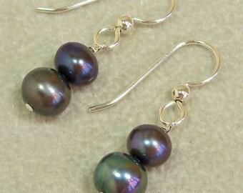 Dark Grey Pearl Earrings, Freshwater Pearl and Sterling Silver, Handmade Jewelry, Beaded Jewelry, Black Pearl Earrings, Grey Pearl, Gray