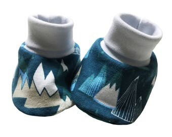 baby cuff booties, mountains fabric, baby shoes, baby slippers, stay on booties, OEKO-TEX 100, new baby gift 0-3m or 6-12m
