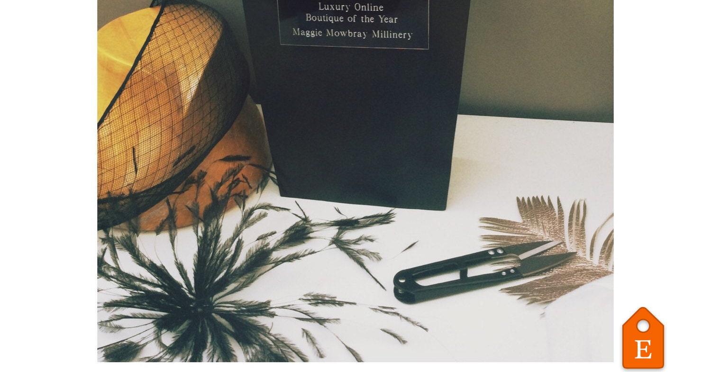 Hatinator piuma di pavone nero in feltro di MaggieMowbrayHats