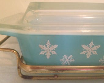 Aqua Pyrex Snowflake Rectangle Casserole Glass Cover Cradle 2 Quarts Turquoise White Space Saver 1960s Mid Century Kitchen Bakeware Two QT