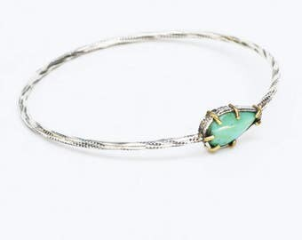 Dainty turquoise bangle bracelet in textured silver