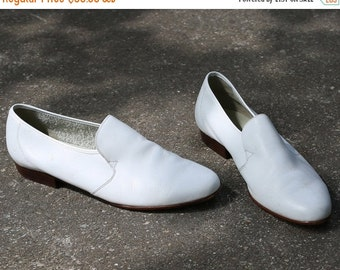 SALE . Wedding Shoes for Men 80s WHITE LEATHER Derby Vintage Groom Brogues Oxfords Luxurious Slip On Dress Shoes  sz Us mens 10, Eur 44 , Uk