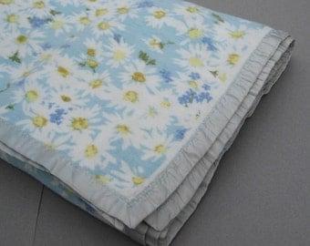 "Vintage Fieldcrest Cotton Flannel Blanket Daisy Pattern on Blue Background Satin Trim Made in USA 74"" x 86"""