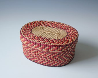 Vintage woven lidded straw basket - sewing basket - vanity storage - bohemian home decor