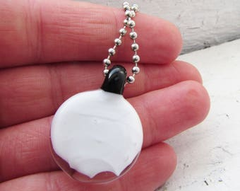 White and Black Round Minimalist Neckalce