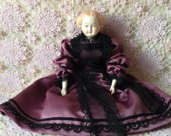 Doll Lady, Lady Doll