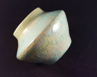 Stunning Ceramic Vase/Pot Handthrown Ceramics Chattered pattern