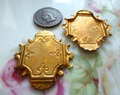 2 Vintage Brass Stampings, 1950s Nouveau Decorative Unplated Jewelry Findings, Plaque 32x30mm, 2 pcs.