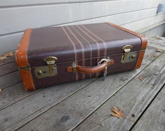 1940s Brown Tweed Suitcase with Leather Handle and Leather Trim