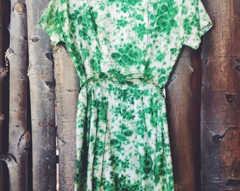 Vintage 1950's Green & White Handmade Floral Dress | 50's House Wife | Pin Up | Women's Fashion | Retro Babe | Betty Davis Style |