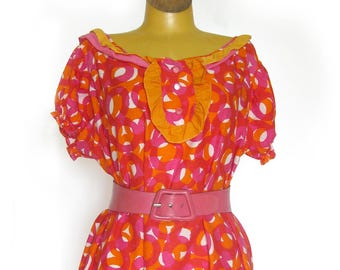 Vintage Summer Dress in Bright Pink and Orange Print Cotton / Ruffled Neckine and Hem / Puff Sleeves