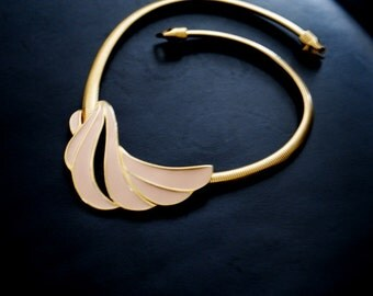 Mod vintage 70s gold tone metal , collar necklace with a pastel pink enamel ,abstract centerpiece. Made by Trifari.