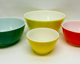 Pyrex nesting mixing bowls - set of 4