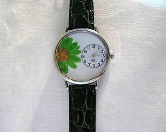 Daisy Watch Woman, Womens Watch, Wrist Watch Leather, Floral Flower Watch Green, Green Pressed Flowers, Pressed Flower Watch for Women
