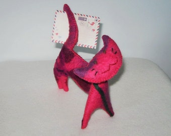 Felted Mail-a-cat Red Pink