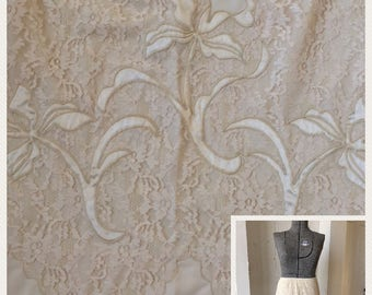 60s 70s Lace Nylon Half Slip Chantilly Lace with Iris Appliqué size Medium large NWT