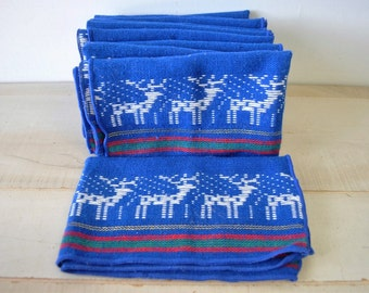 lovely vintage holiday reindeer cloth napkins