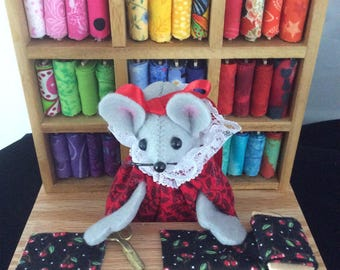 Mouse in her Quilt Shop DISCONTINUED. 20.00