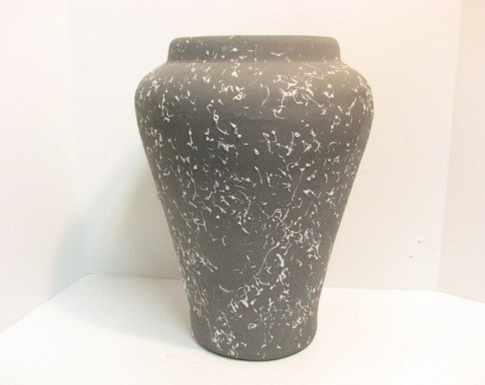 """1960s Gray 16"""" Floor Vase, Large Mid Century PPP Pacific Pottery Products, Grey Pink w/ Textured Finish"""