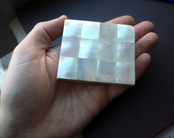 Vintage Compact - Mother of Pearl - Mirror and Powder - 1950s.