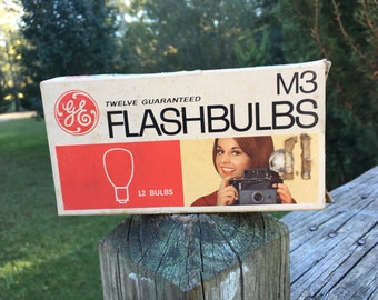 Vintage GE ME Flashbulbs--Original Package--9 Bulbs--Retro Old School Camera Accessory--Photo Prop--Steampunk Assemblage Art