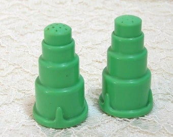 Green Bakelite Art Deco Salt and Pepper Shaker Set, C F Degner, Chicago