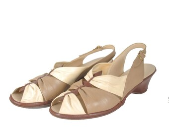50s 60s two tone wedge sandals / tan and cream peep toe wedges / 1950s 1960s low heel shoes .. 8.5 N
