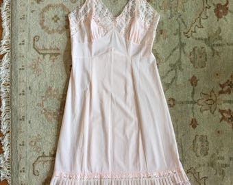 Vintage 1950s Womens Size S-M Slip / Aristocrat by Superior Pale Pink Nylon Full Slip / b36 w30 / Lace Pleated Hem Adjustable Straps