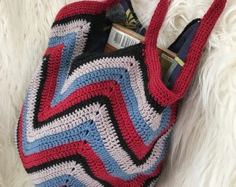 Crocheted tote: chevrons
