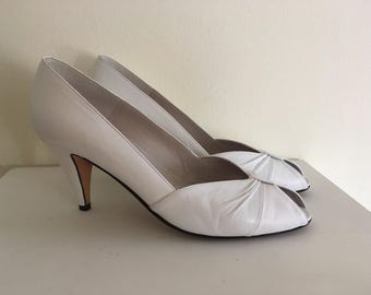 Chic vintage white leather pumps by Chantal made in Italy size 7n