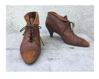 Lovely vintage leather/suede two tone brown ankle boot made in Italy size 8 M