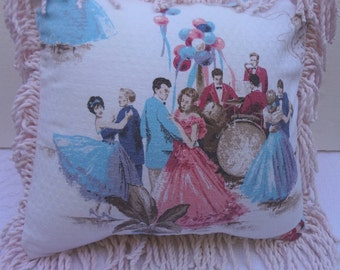 Vintage Barkcloth Pillow Cover / 1960's High School Prom / Dancing Couples