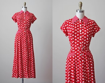 1980s Dress - Vintage 1980s does 1940s Dress - Red Novelty Print Heart Locket Rayon Dress S M - Cupid's Arrow Dress