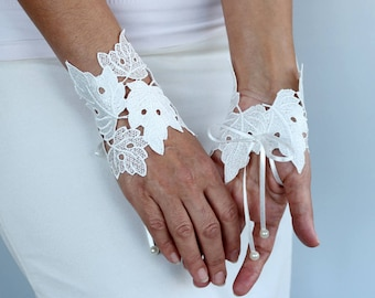 Lace Fingerless Gloves, Wrist Corsage Charms, Off-White Guipure Bridal Hand Cuffs, Grecian Modern Romantic Wedding Occasion Statement