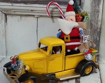 Large Metal Old Fashioned Yellow Truck Christmas Decor Centerpiece / Snowman Driver Bottle Brush Tree / Christmas Arrangement / ONLY 1