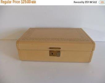 ON SALE Vintage Music Box, Musical Jewelry box, Jewellery Box, Hard case box, Pink Mauve Crushed Velvet Box with Key, Wind Up Musical Box