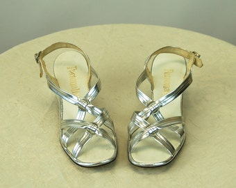 1960s silver shoes sandals strappy sandals metallic silver Personality Size 7 N