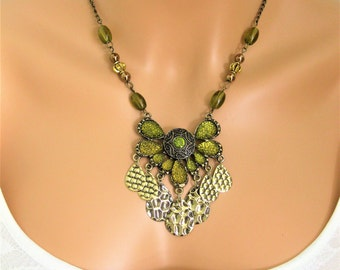 Statement Necklace, Green Beaded Necklace, Bead Necklace, Green Necklace, Chunky Necklace, Chunky Beaded Jewelry, Handmade Jewelry, N870
