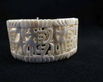 Vintage Carved Celluloid Chinese Calligraphy Stretch Bracelet