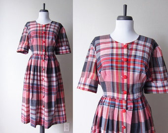 Vintage 1970s Dress / Red Plaid Madras Full Skirt Dress / Size Large / Size Extra Large / Plus Size