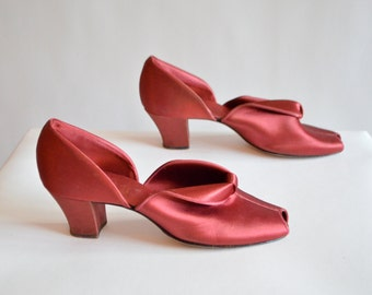 Vintage 1950s DANIEL GREEN heeled satin slippers / 8.5