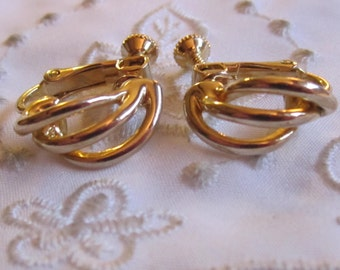 Vintage Gold Tone Three-Row Curved Clip On/Screw Back Earrings