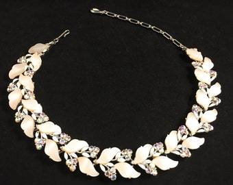 Lisner Necklace, Wedding Choker, Vintage Necklace, Wedding Necklace, White Necklace, Vintage Jewelry, Bridal Choker, Lisner Lucite Leaves