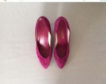 30% OFF SALE... magenta suede kitten heels | 80s pumps | size 8
