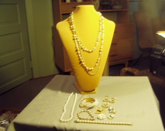 Vintage Lot Faux Pearl 2 Necklaces 2 Bracelets 2 Pins 4 Pairs Earrings  9053