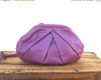 15% OFF Out Of Town SALE Vintage Clamshell Metal Frame Opening Magenta Pleated  Leather Clutch