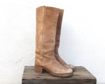 70s Vintage FRYE Distressed Tan Leather Campus Cowboy Riding Bohemian Hippie Boots Size 7.5